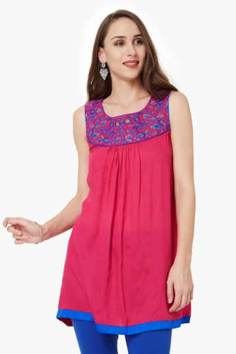 MELANGE Embroidered Sleeveless Kurti