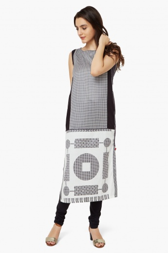 W Embroidered Sleeveless Kurta
