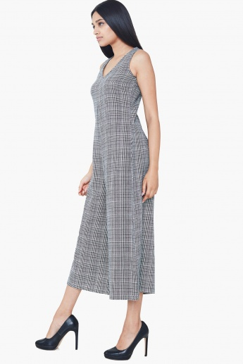eee88af7e7a AND Checked V-Neck Midi Flared Jumpsuit