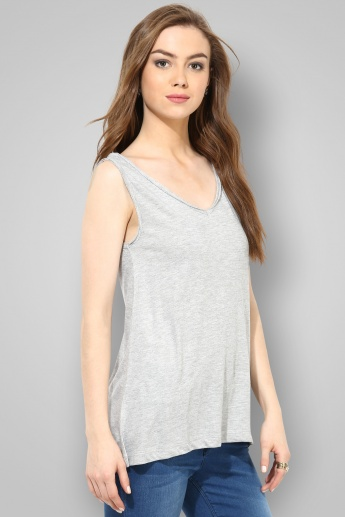 GINGER Solid V-Neck Sleeveless Top
