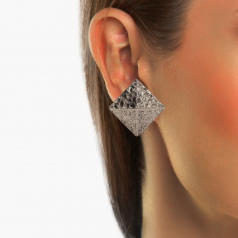 TONIQ Metallic Stud Earrings