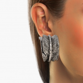 TONIQ Feathery Loop Stud Earrings