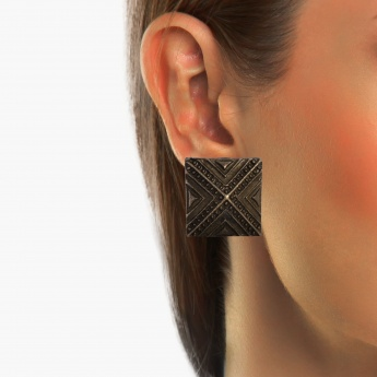 TONIQ Engraved Stud Earrings